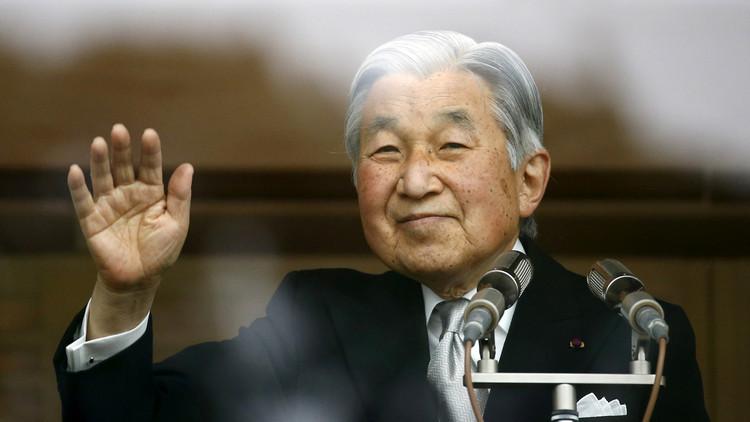 إمبراطور اليابان يلوح برغبته في التخلي عن العرش