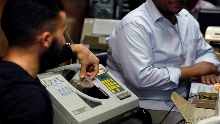 المركزي المصري يغلق 50% من مكاتب الصرافة