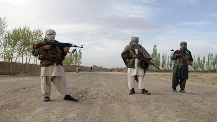 43 مسلحا يسلمون أنفسهم للسلطات الأفغانية