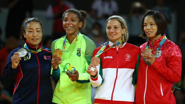 البرازيل تعانق باكورة ذهبياتها في أولمبياد