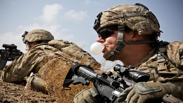 جنود أمريكيون يتركون عتادهم لداعش في أفغانستان!