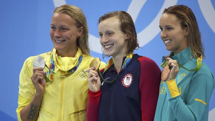 السباحة الأمريكية ليديكي تفوز بذهبية 200 م