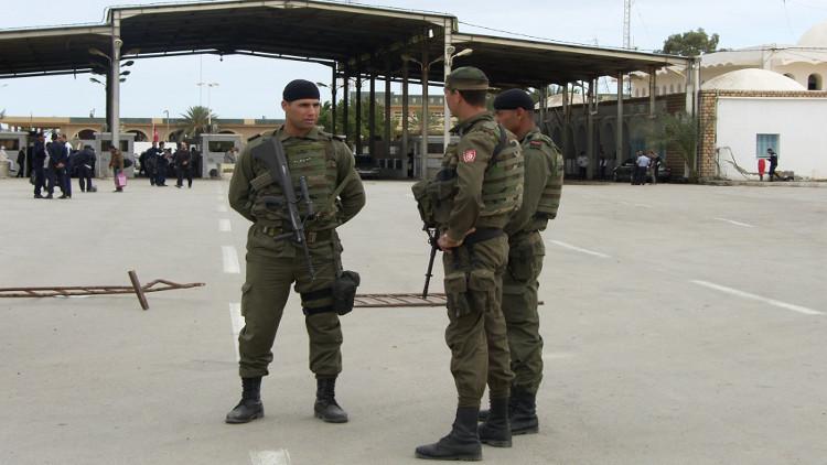 المهربون يستعينون بالإرهابيين عند عبور الحدود الليبية التونسية