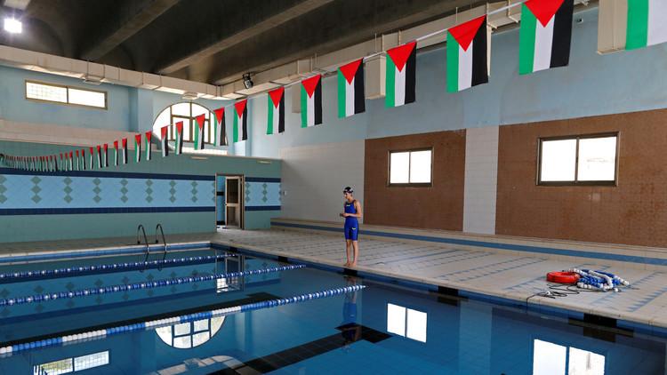 ماري الأطرش تتمرن بحوض سباحة في بيت ساحور
