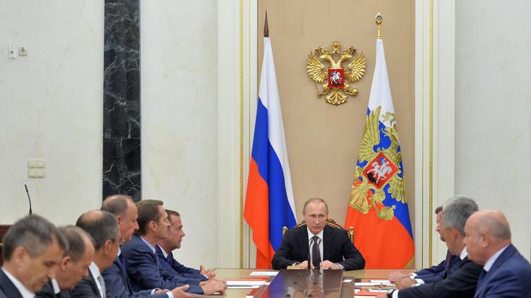 بوتين يبحث مكافحة الإرهاب في القرم مع مجلس الأمن الروسي