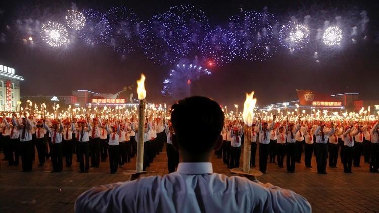منشطات للعمال في بيونغ يانغ لإنجاز مبنى عملاق!