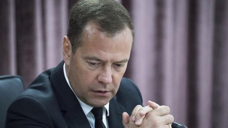 مدفيديف يهدد بقطع العلاقات الدبلوماسية مع أوكرانيا