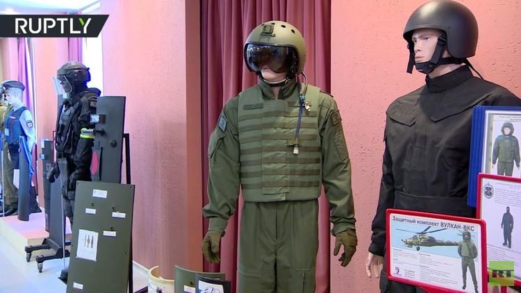 روسيا تعرض بدلة مميزة لحماية طياري المروحيات الحربية