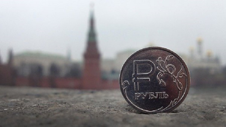 بلومبرغ: الروبل يتجه ليصبح أحد أفضل العملات عالميا