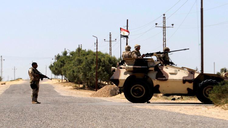 مقتل 4 رجال أمن مصريين في انفجارين بسيناء