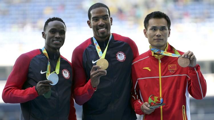 الأمريكي تايلور يحتفظ بالذهبية الأولمبية في الوثب الثلاثي