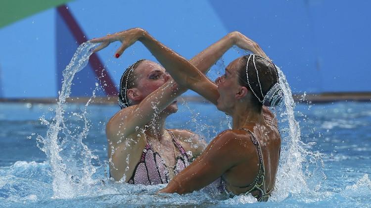 الروسيتان إيشينكو وروماشينا تحرزان ذهبية السباحة المتزامنة