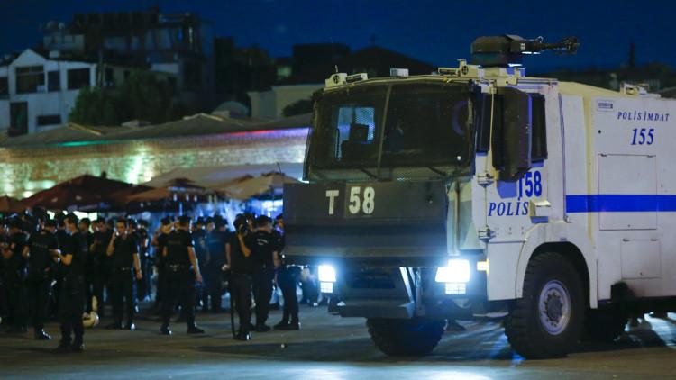 تركيا تصدر مرسوما لعزل آلاف الأمنيين والعسكريين