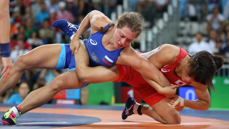 الروسية كوبلوفا تحرز فضية المصارعة لوزن 58 كلغ