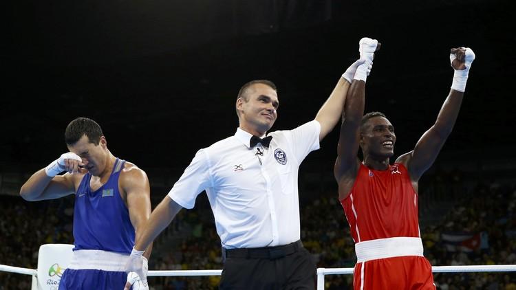 الملاكم الكوبي لاكروز يحرز ذهبية وزن دون 81 كلغ