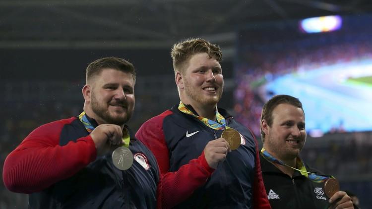 ذهبية ورقم قياسي أولمبي للأمريكي كروزر في رمي الكرة الحديدية