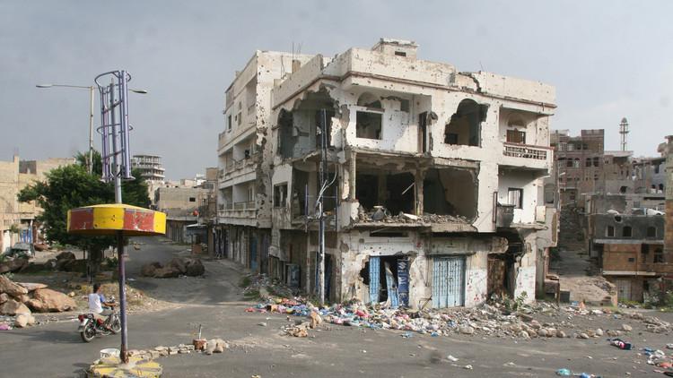 قوات هادي تتقدم في تعز والتحالف يكثف غاراته