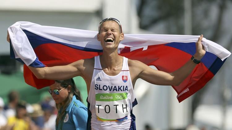 السلوفاكي توث يحرز ذهبية 50 كلم مشيا