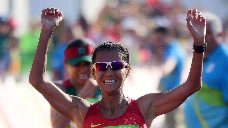 الصينية هونغ تفوز بذهبية 20 كلم مشيا