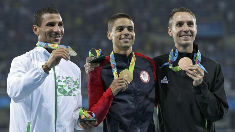 الجزائري مخلوفي يفوز بالفضية الثانية في ريو