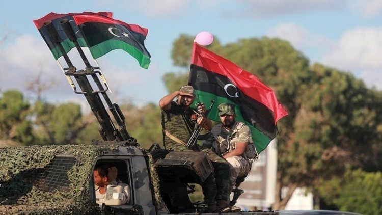 مقتل 4 جنود بانفجار ألغام أرضية غرب بنغازي