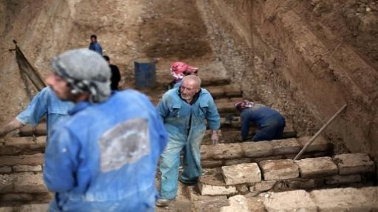بناء مقابر بطبقات عدة في دوما