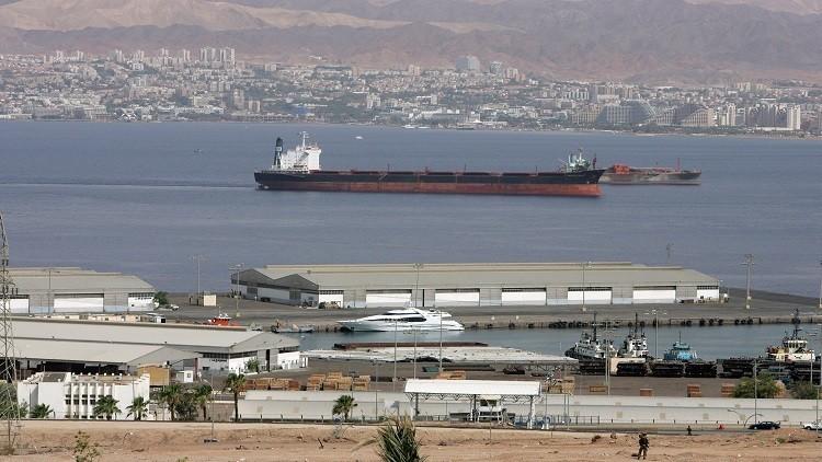 السيطرة على التسرب النفطي في العقبة