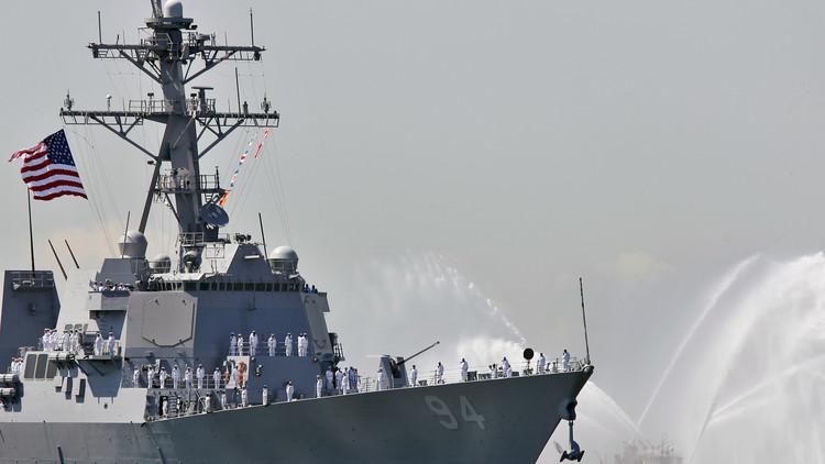 سفن الحرس الثوري الإيراني تعترض مدمرة أمريكية