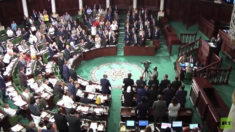 تونس.. البرلمان يمنح الثقة لحكومة الشاهد