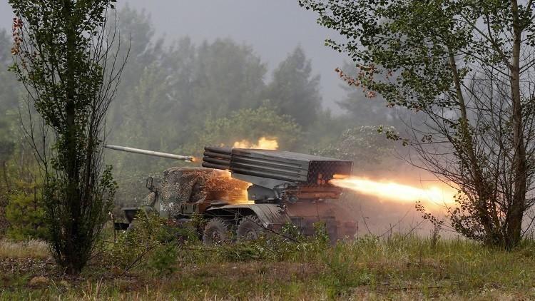 رصد مدرعات أوكرانية قرب خط التماس في دونباس