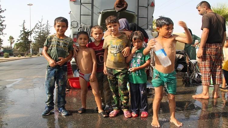 حميميم: تأمين الطعام للمدنيين النازحين من مناطق سيطرة الإرهابيين في حلب