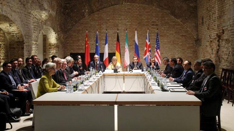 إيران تعتقل أحد مفاوضيها النوويين للاشتباه به في التجسس