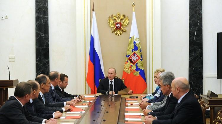 بوتين يبحث مع مجلس الأمن القومي نتائج مفاوضات لافروف وكيري حول سوريا