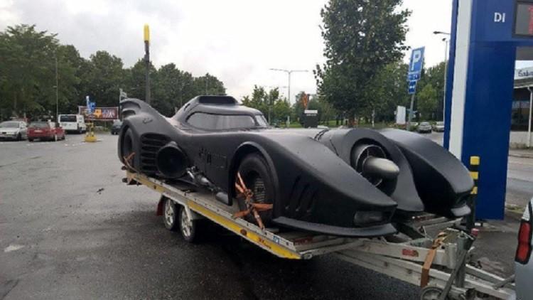 شرطة المرور توقف سيارة الرجل الباتمان coobra.net