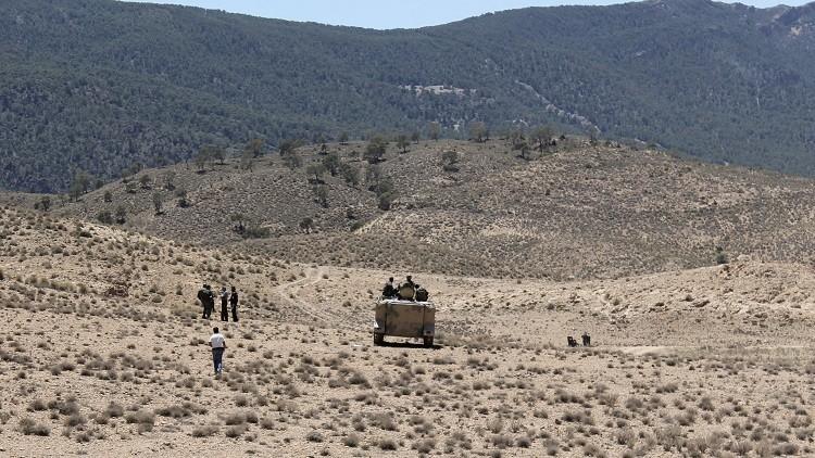 الجزائر تبني ساترا ترابيا عازلا على حدودها مع تونس