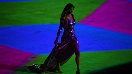 عارضة أزياء برازيلية تسحر جمهور أولمبياد ريو