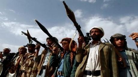 مسلحون من القبائل الموالية للحوثيين خلال تجمع في صنعاء في 20 يونيو 2016