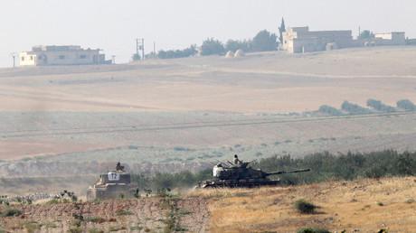 تمركز الجيش التركي على الحدود السورية التركية