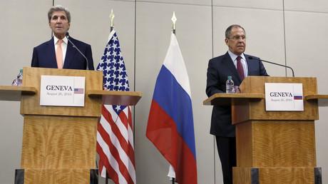 وزيرا الخارجية الروسي سيرغي لافروف والأمريكي جون كيري في جنيف 26 أغسطس/آب 2016