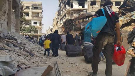 سكان داريا السورية يغادرون المدينة