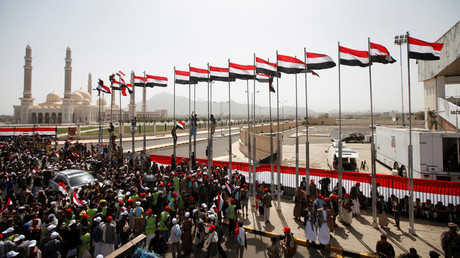 أعلام يمنية وسط صنعاء