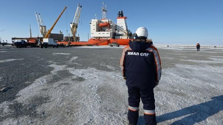 بوتين يبحث تسهيل إمدادات الغاز الطبيعي المسال لليابان