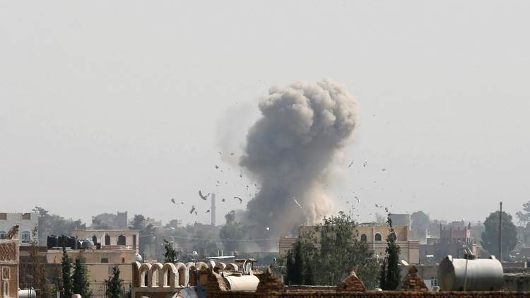 تجدد الغارات على صنعاء واحتدام المواجهات في تعز ونهم
