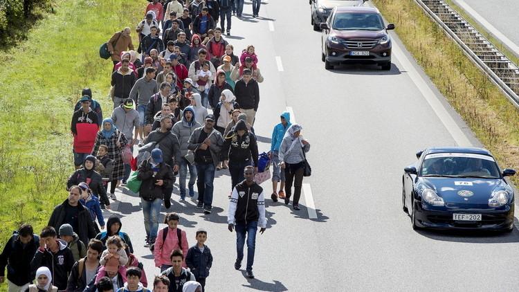توسك: قدرة أوروبا على استقبال اللاجئين تتضاءل