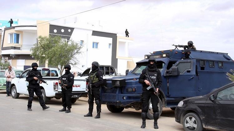 إصابة 4 عسكريين بانفجار لغم غربي تونس