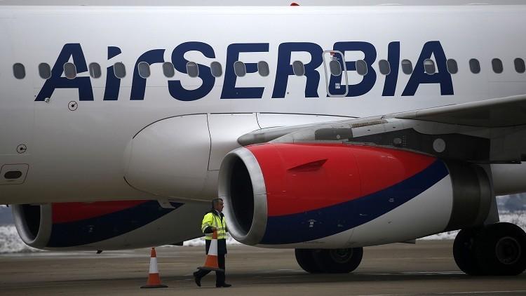 موظفة في مطار بلغراد تنادي بفلسطين بدل إسرائيل
