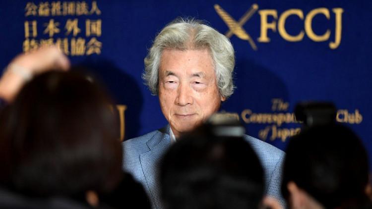 جونيتشيرو كويزومي أثناء مؤتمر صحفي في طوكيو
