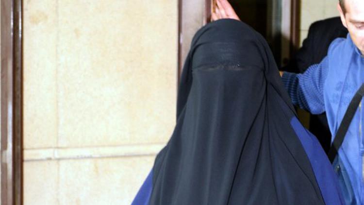 اعتقال شخصين هاجما مسلمة حاملا في برشلونة