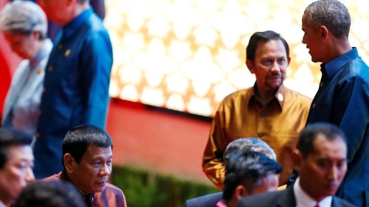 الرئيسان الأمريكي والفلبيني يتبادلان النكت!