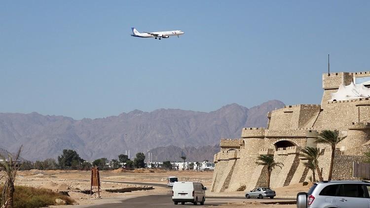 شرم الشيخ تستقبل أول طائرة سياح بالورود